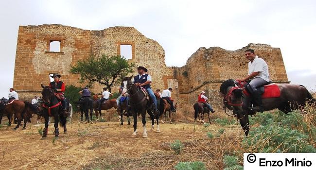 Ribera I cavalieri davanti al castello di Poggio Diana