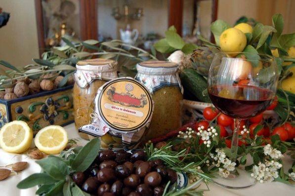 Lucca Sicula festa olio tavolata