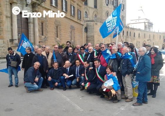 La protesta dei sindaci all'Ars per l'acqua