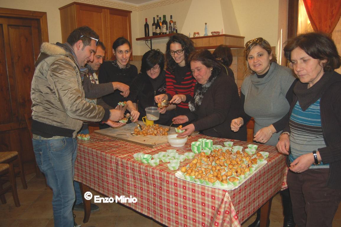 San Giuseppe preparazoone dolci FOTO MINIO