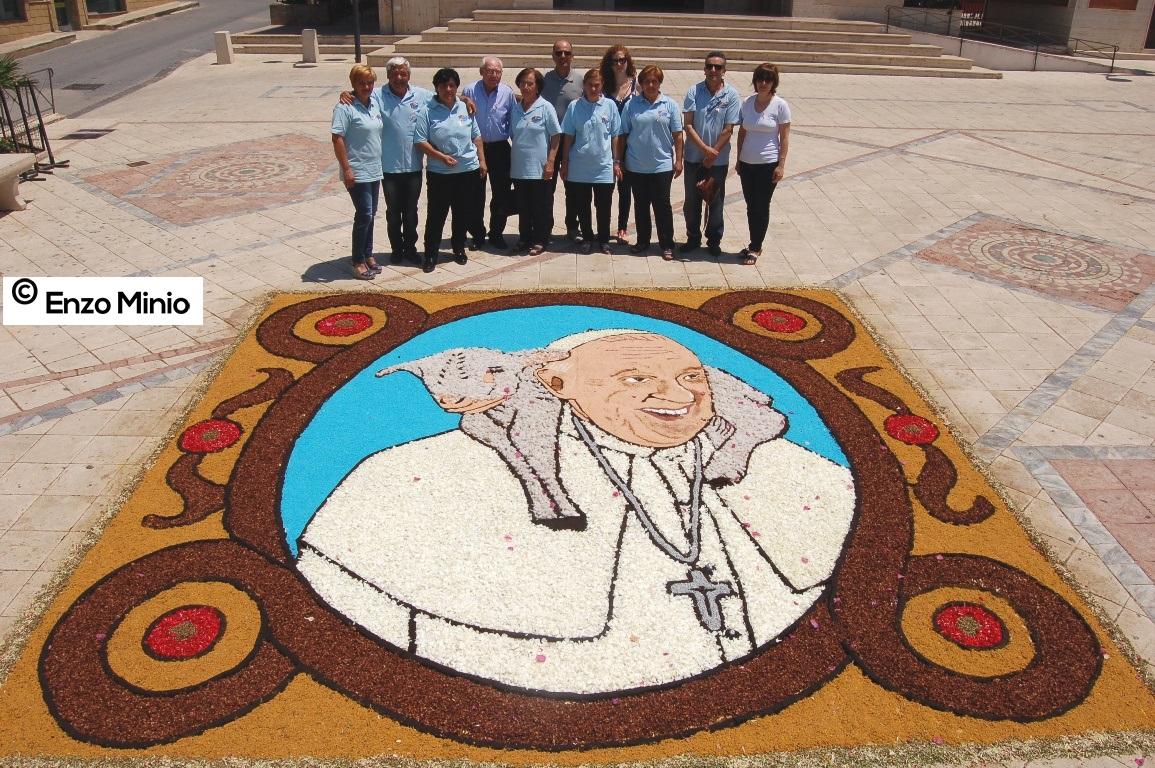 Montallegro XIII Infiorata 2015 piazza Giovanni Paolo II