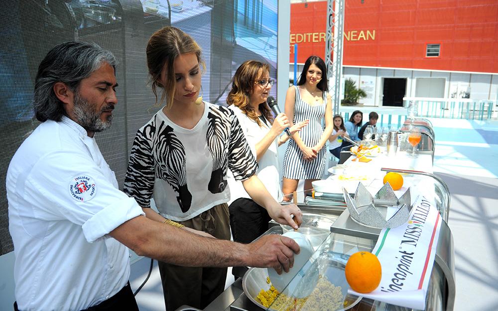 Expo 2015  Miss Italia Clarissa Marchese e le arance