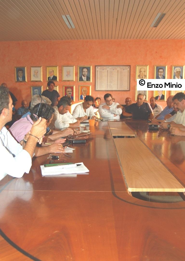 Ribera riunione lavoratori cosorzio Foto Minio