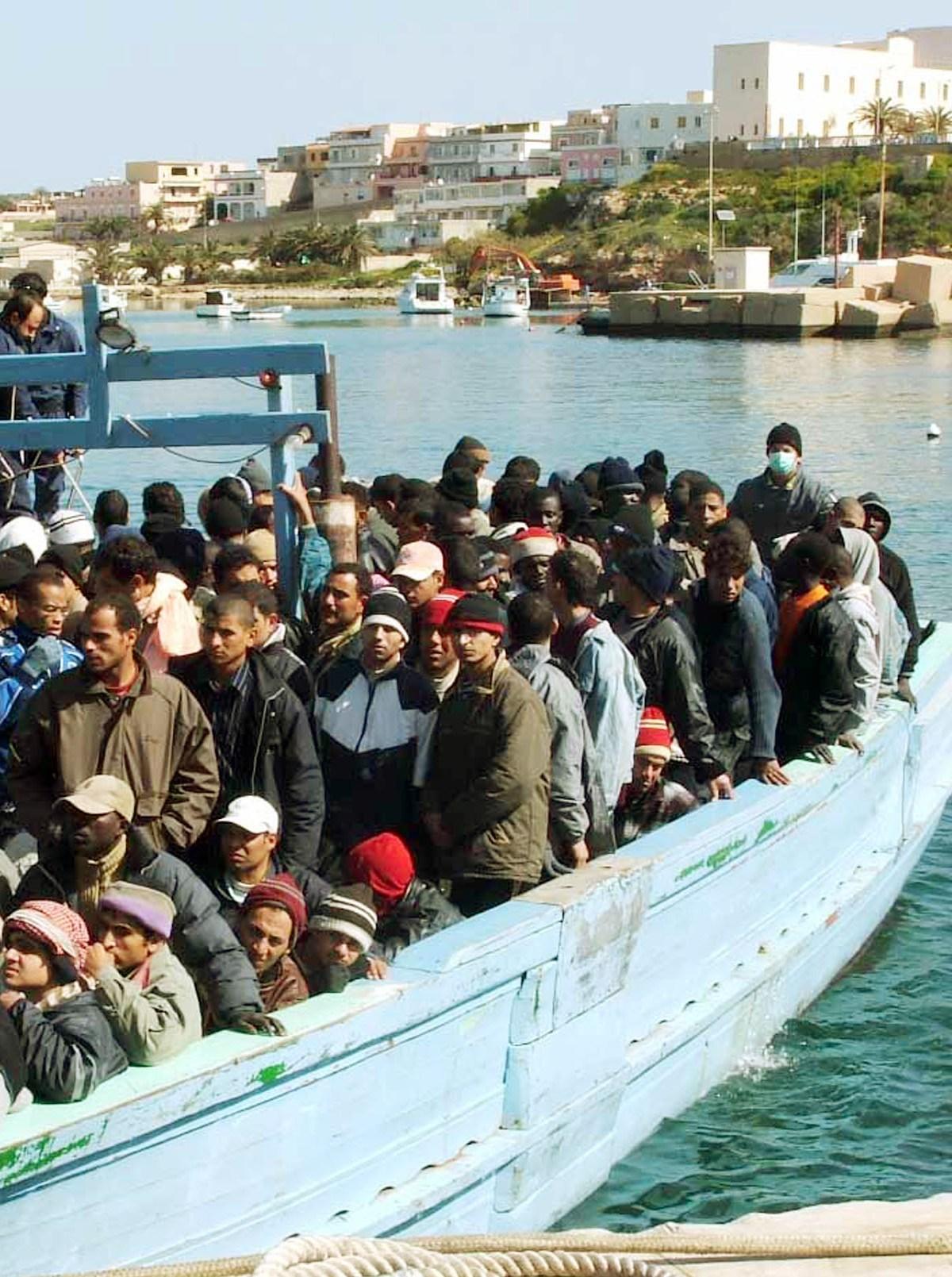 sbarchi di migranti a Lampedusa 1