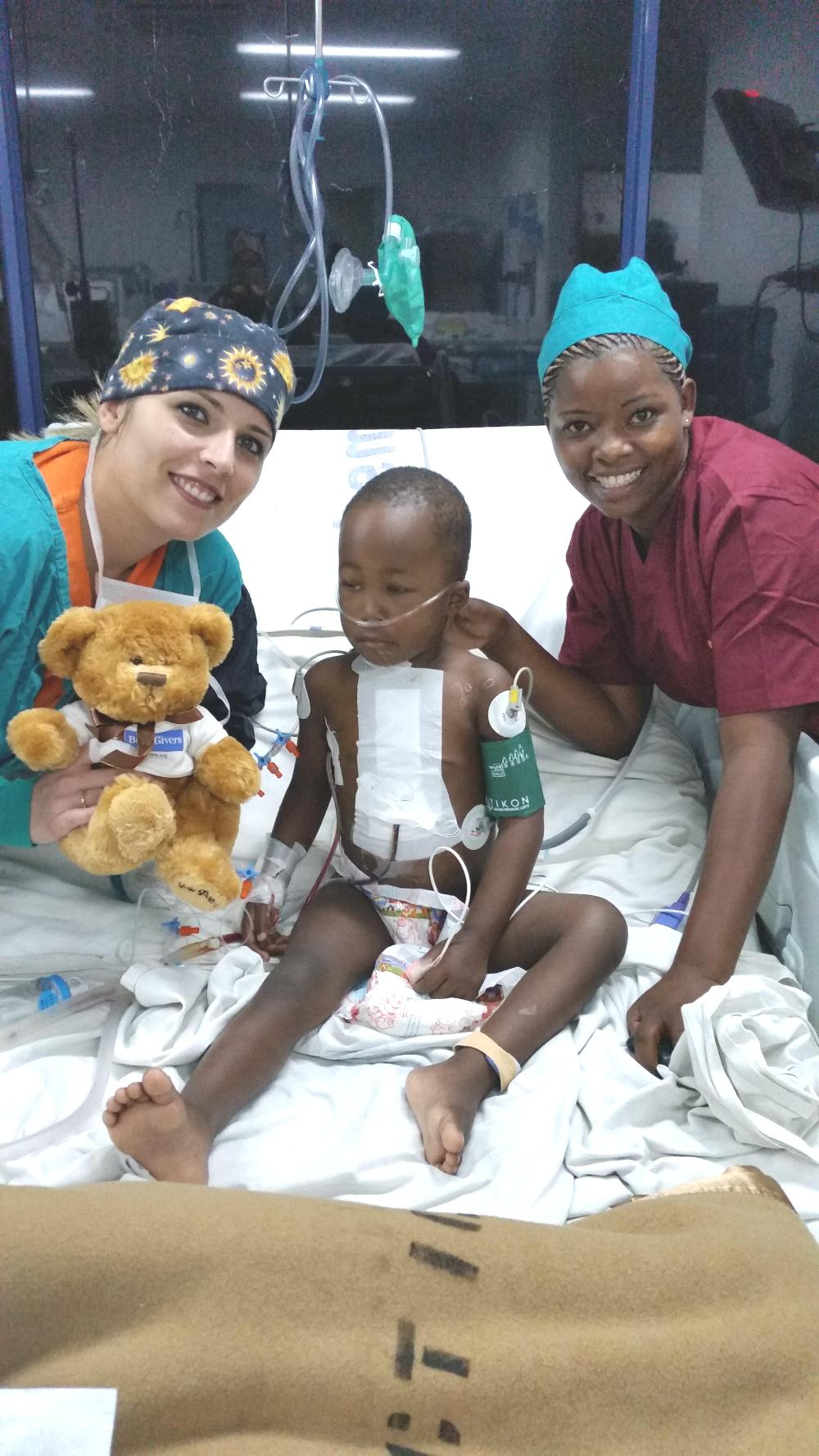 Chiara con un bambino operato