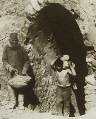 Cianciana ingresso miniera con carusi