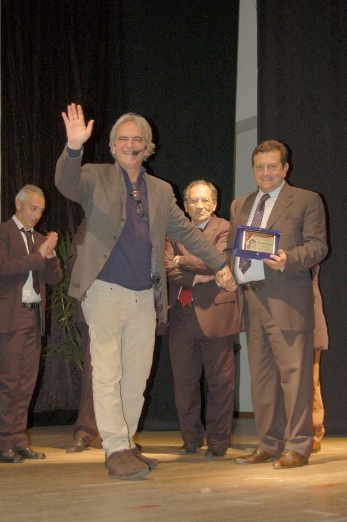 teatro premiazione 2015 sindaco Enzo  Inga con Massimo Spata