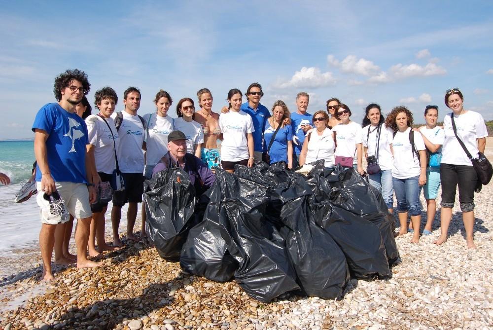 foce Platani i sacchi dei rifiuti raccolto dai volontari