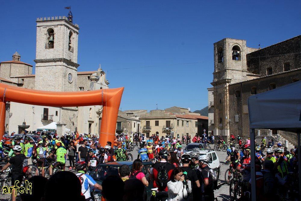 ciclisti a Palazzo Adriano 2