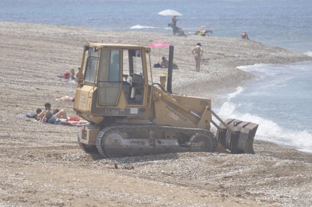 Seccagrande bagnanti e bulldozer 3