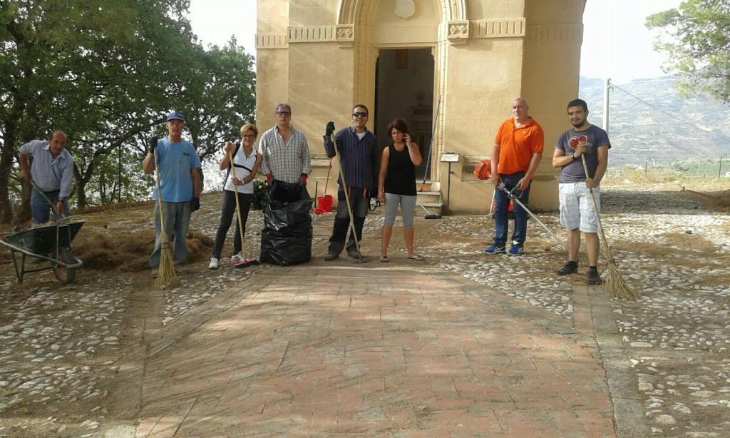 Villafranca Sicula giovani puliscono cappella barone Musso