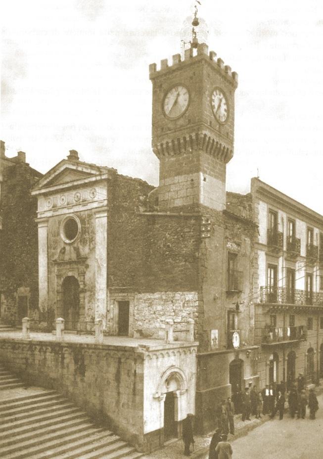 Cianciana scalinata e torre orologio