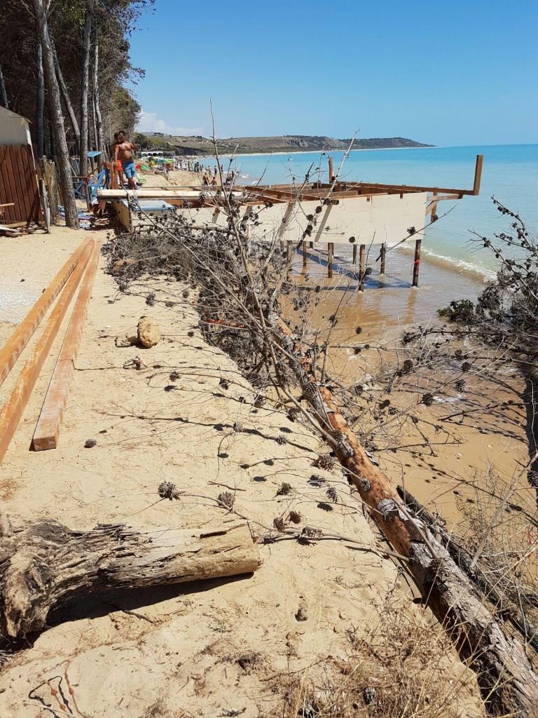 Eraclea il mare attacca gli stabilimenti turistici