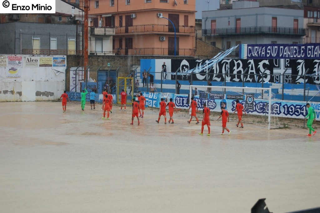 Ribera calcio giocatori salutano tifosi Foto MInio