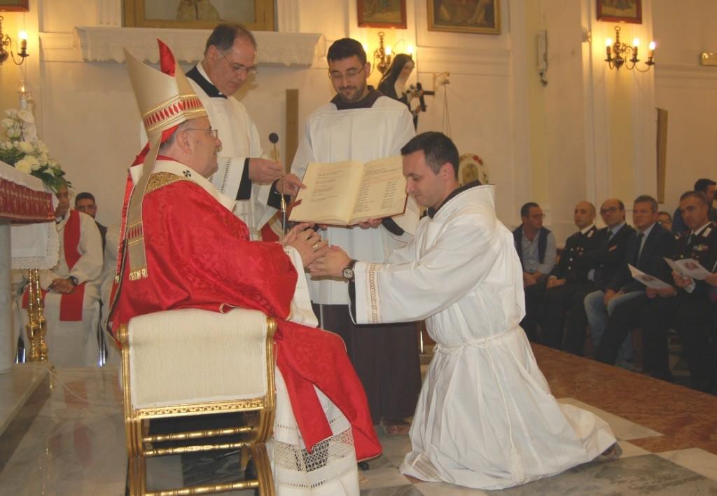 Calamonaci L'arcivescovo tiene le mani di Fra' Rosario
