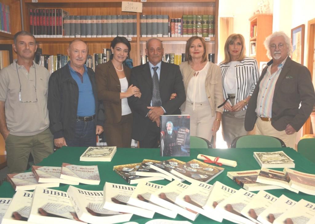 Ribera Aprile dona linri alla biblioteca comunale