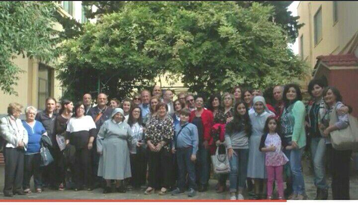 suor Anna Doralice con alunni