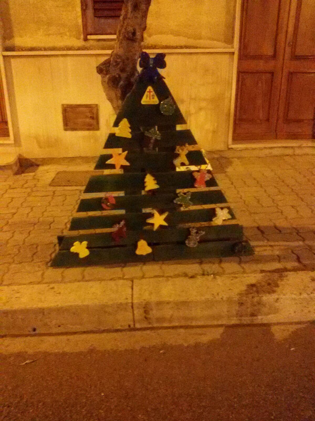 Alessandria alberi Natale con pedane legno